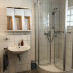 Das Badezimmer eines Zimmers im Hotel