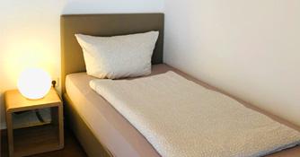 Einzelbett im Einzellzimmer