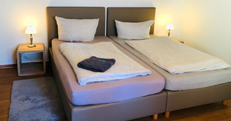 Das Doppelbett im Doppelzimmer